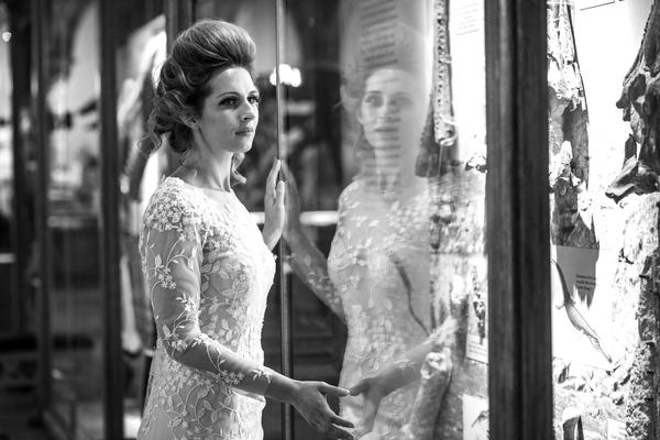 bridal photoshoot  main court black and white with showcases min